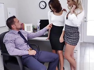 Isabelle Deltore and Isabella Nice blowjob Johnny Castles humongous cock!