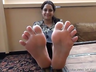 This amateur Indian slut understands that her feet are what obtain you off