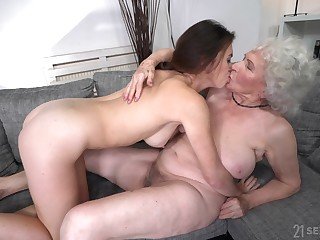 Naked mature gets intimate with her sensual niece