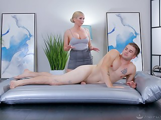Doggy and hard missionary for the curvy ass masseuse mom