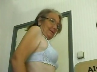 This four eyed granny loves homemade be hung up on and she gives some consenting head