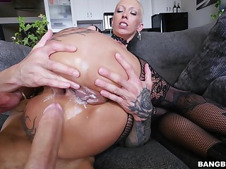 Short hair chick Bella Bellz in lingerie gets fucked balls deep